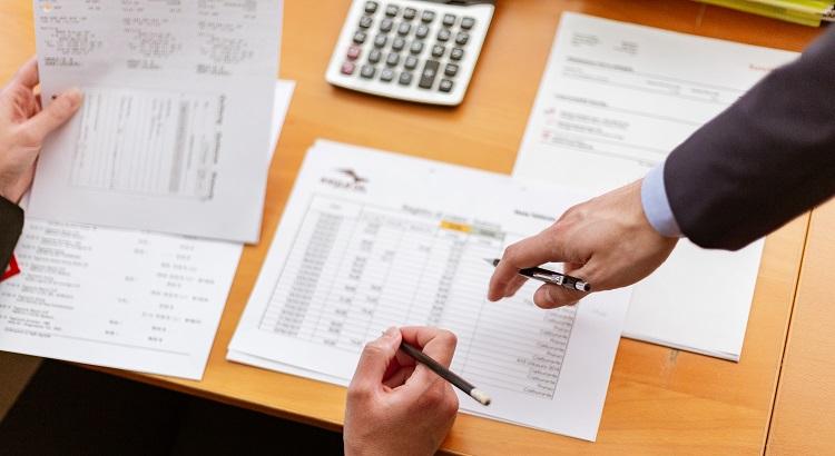 Como fazer um orçamento anual de logística?