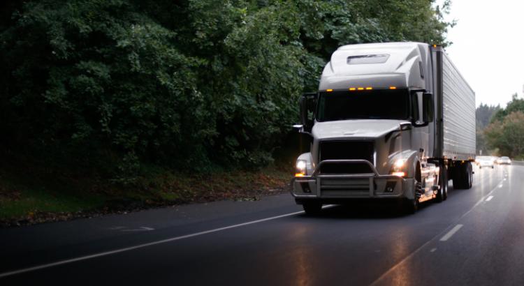 Os principais impostos no transporte de cargas