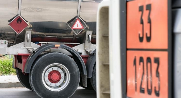 Sinalização no transporte de cargas: como funciona?