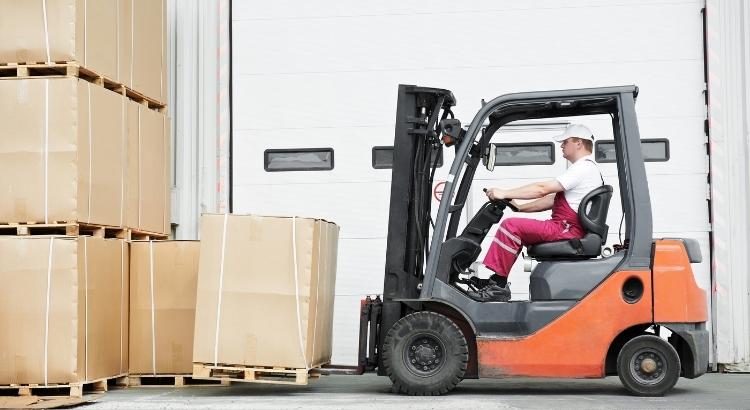 Qual a melhor operação logística no e-commerce: própria ou terceirizada?